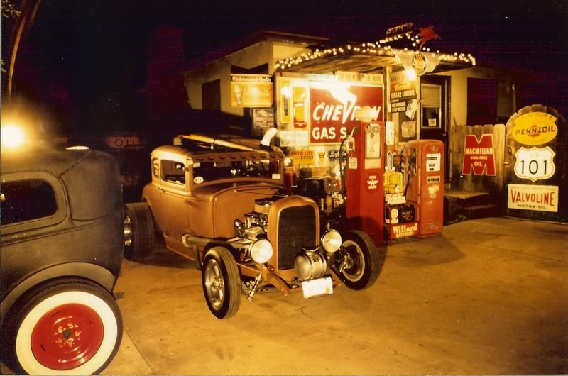Back Yard Hot Rod Garage : Lowriders page